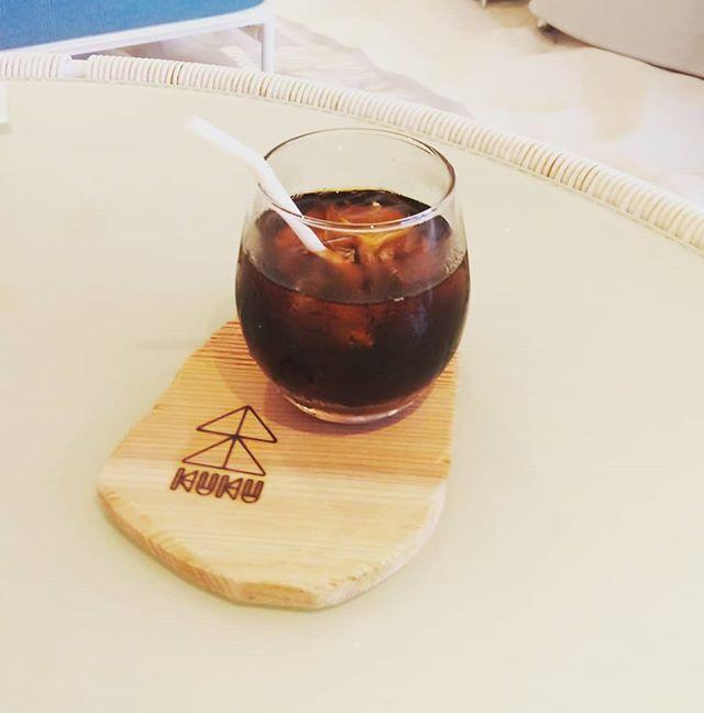 おはようございます那賀ウッドです🌲木頭杉のコースターグラスやカップを置いてもロゴがみえる贅沢な大きさ形や木目が一つ一つ異なり面白いです🥤星野リゾートさんカフェでも導入頂きました。ロゴのレーザー加工等も対応しますのでお気軽にお問い合わせください️ #木頭杉 #コースター #cafe #カフェ #KUKU #オーダーメイド #wood #tokushima #naka #木づかい #nakawood