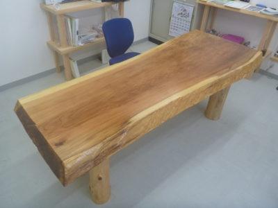 徳島県那賀町の杉一枚板の机