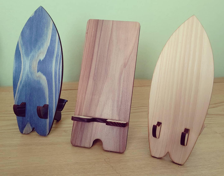 NAKA Mobile Standスマホスタンドなんですが、見とれちゃって無駄に並べがち️#wood #mobilestand #ai #木のある暮らし #woodwork